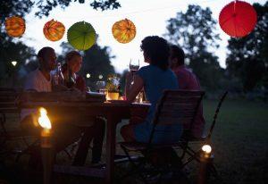cena-estate-amici-giardino_650x447